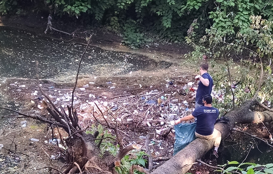 People removing trash from Tacony Creek in Tacony Creek Park.